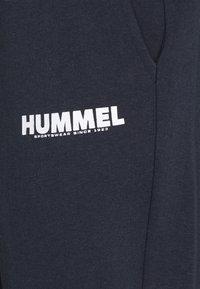 Hummel - LEGACY CHEVRON TAPERED PANT SUIT - Träningsset - blue nights - 9