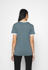 adidas Originals - STRIPES TEE - T-shirt imprimé - blue oxide - 2