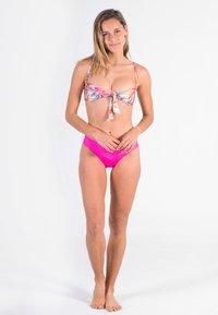 Hurley - PALM PARADISE  - Bikini top - pale ivory - 1