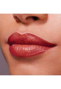 Maybelline New York - COLOR SENSATIONAL THE CREAMS - Lipstick - almond hustle - 2