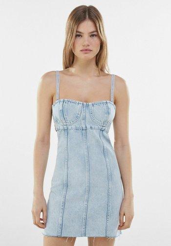 MIT CUT-OUT-TAILLE  - Denim dress - light blue
