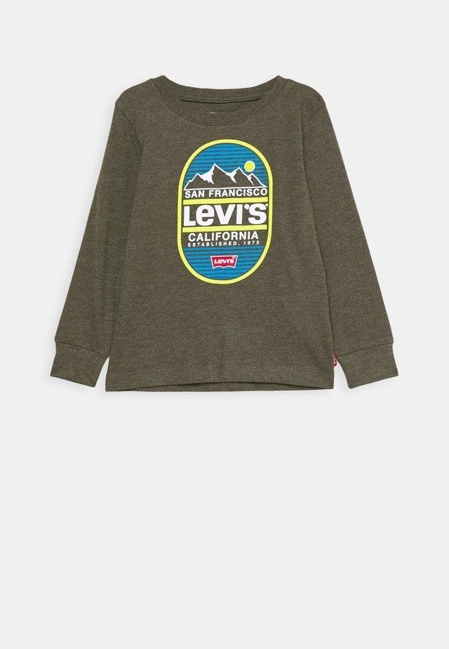 GRAPHIC - Langærmede T-shirts - olive night heather