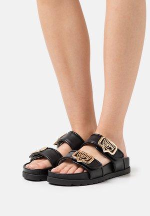 DOUBLE STRAP FOOTBED - Klapki - black