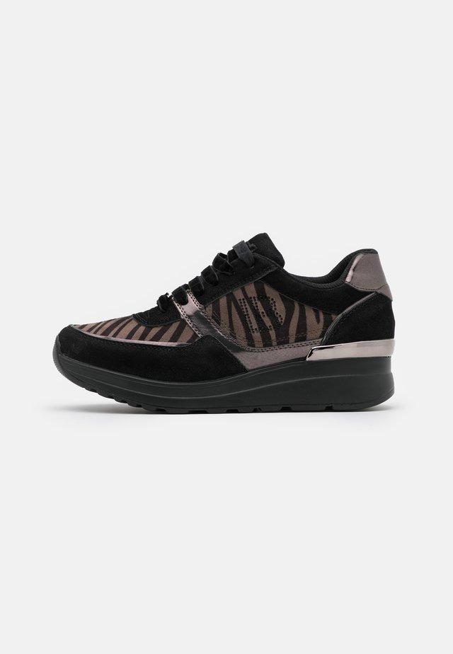 Sneakers laag - moon black