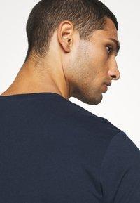 Jack & Jones - JJENOA - Basic T-shirt - navy blazer - 4