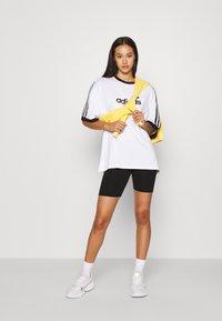 adidas Originals - TEE - Triko spotiskem - white - 1