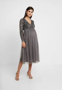 Maya Deluxe Maternity - LONG SLEEVE WRAP MIDI DRESS WITH DELICATE SEQUIN EMBELLISHMENT - Robe de soirée - charcoal - 2