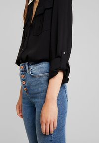 New Look - EARNIE UTILITY PATCH POCKET - Blouse - black - 5
