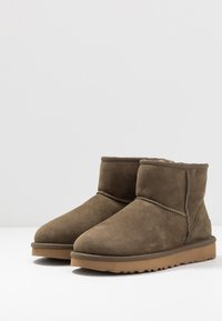 UGG - CLASSIC MINI II - Ankle boots - eucalytpus spray - 4