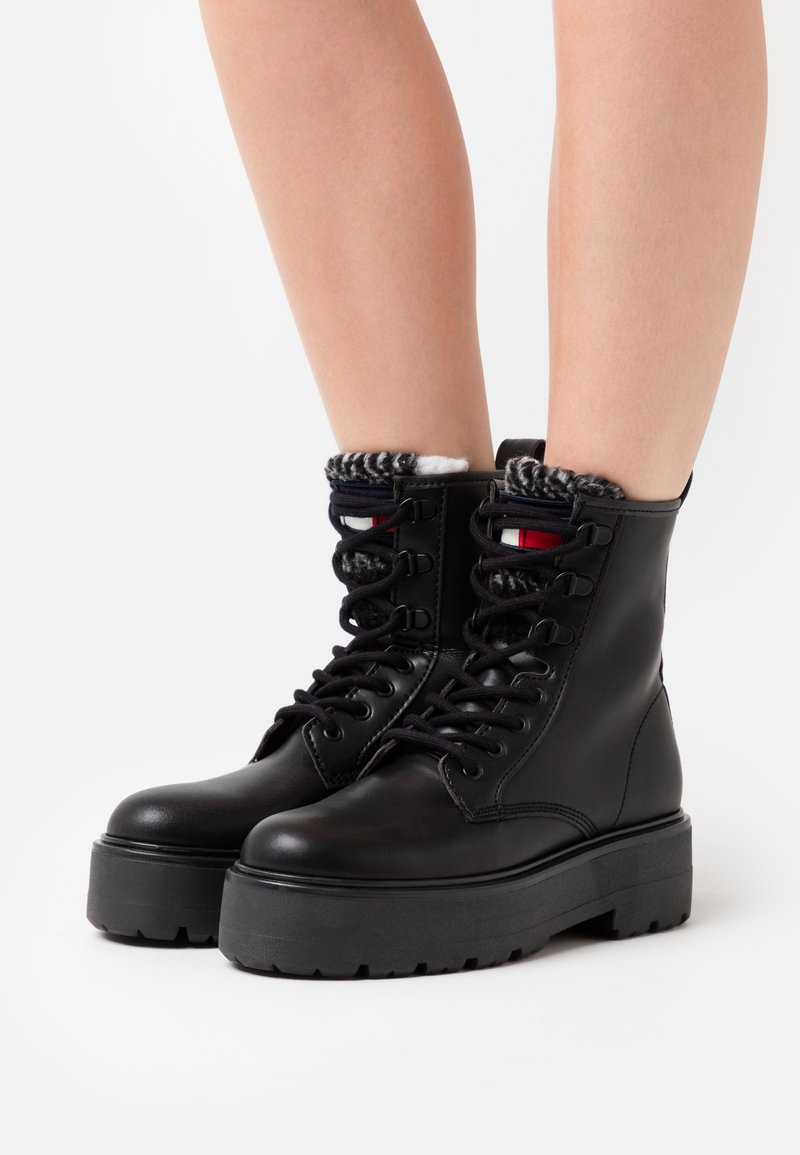 Tommy Jeans - CHECK TONGUE LACE UP BOOT - Platform ankle boots - black