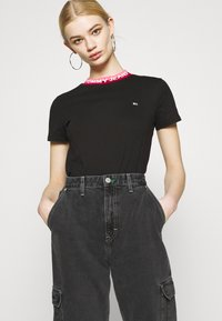 Tommy Jeans - MOM - Jeans relaxed fit - denim black - 4