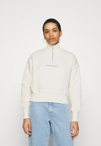 Calvin Klein Jeans - BACK REFLECTIVE LOGO HALF ZIP - Sweatshirt - white sand - 0