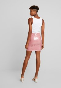Nly by Nelly - PATENT SHORT SKIRT - Minisukně - dark pink - 2