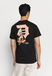Primitive - ICHIRAKU DIRTY TEE - Print T-shirt - black - 0