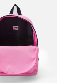 Tommy Jeans - CAMPUS MED DOME BACKPACK - Batoh - pink - 1