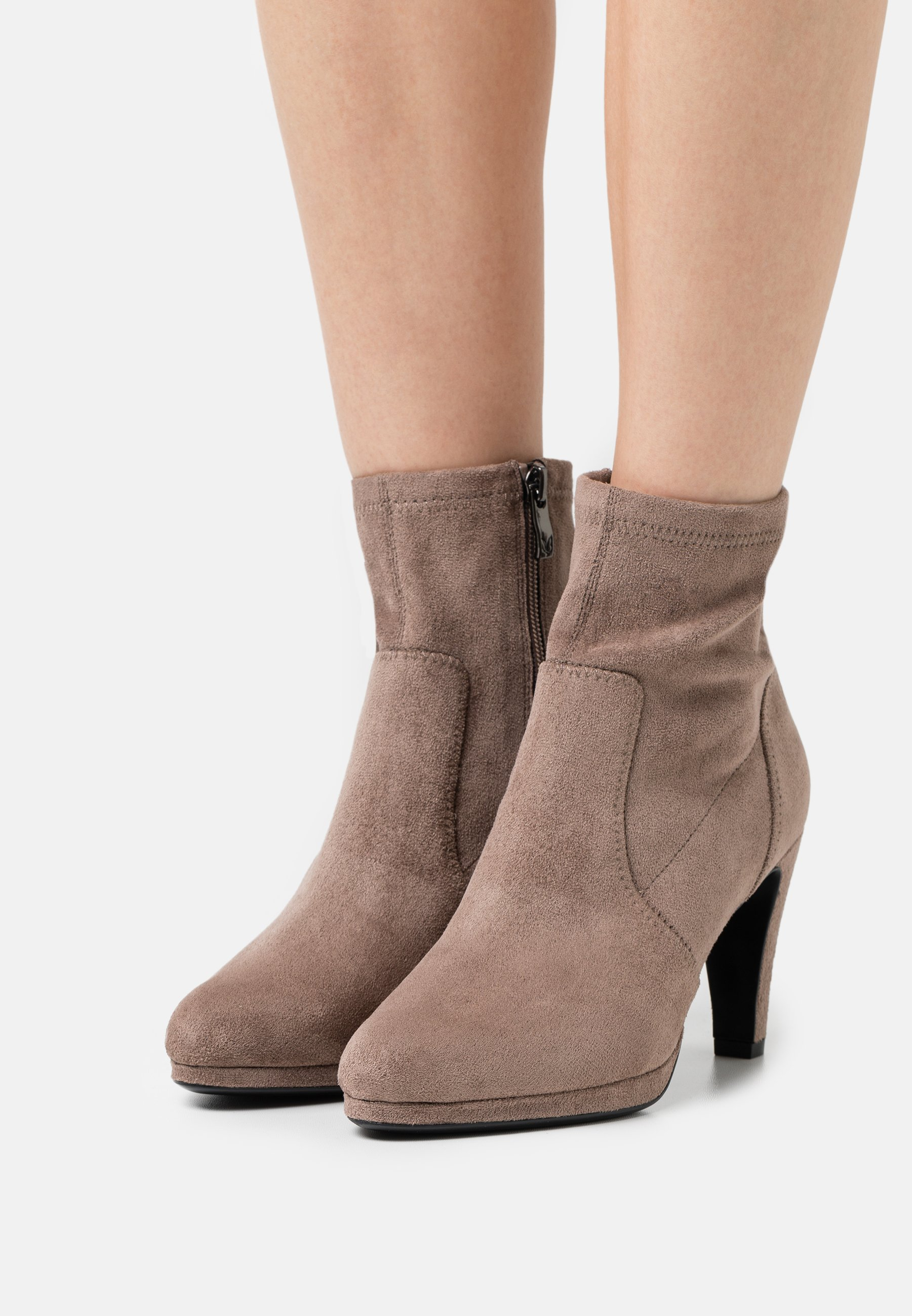 Women Classic ankle boots - taupe