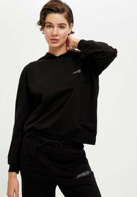 DeFacto Fit - Jersey con capucha - black - 5