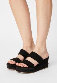 Bullboxer - Pantofle na podpatku - black - 0