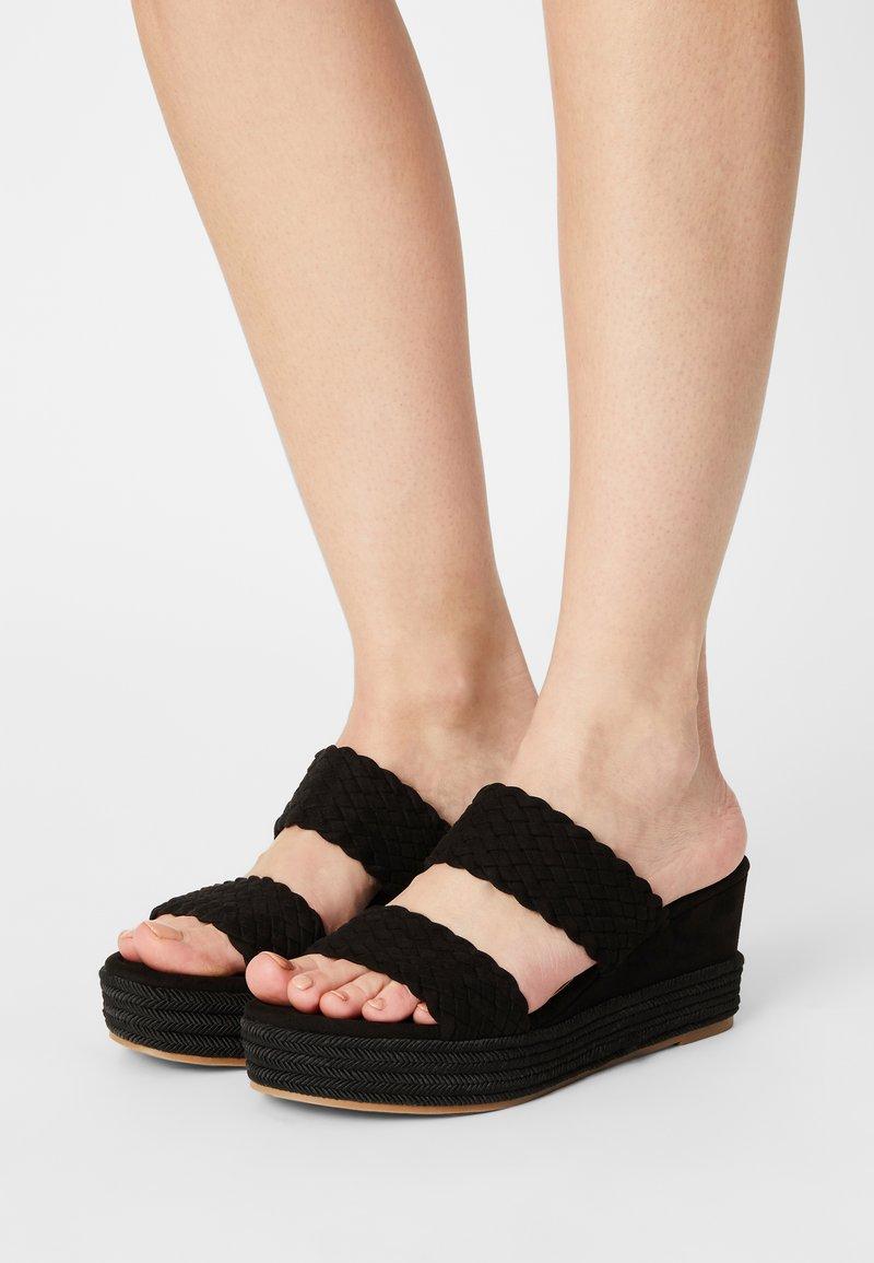 Bullboxer - Pantofle na podpatku - black