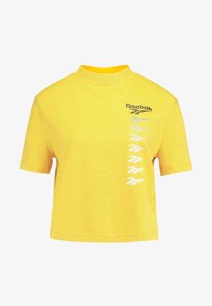 CROPEED TEE - Print T-shirt - toxic yellow