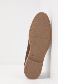 Pier One - Zapatos con cordones - brown - 4