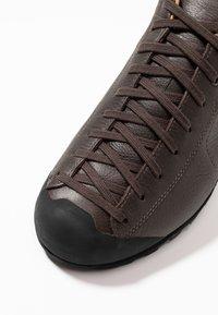 Scarpa - MOJITO BASIC GTX - Hiking shoes - dark brown - 5