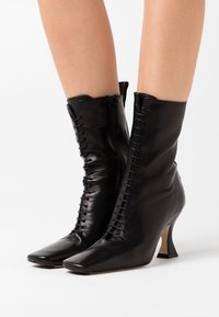 MIISTA - YANA - Lace-up ankle boots - black - 0