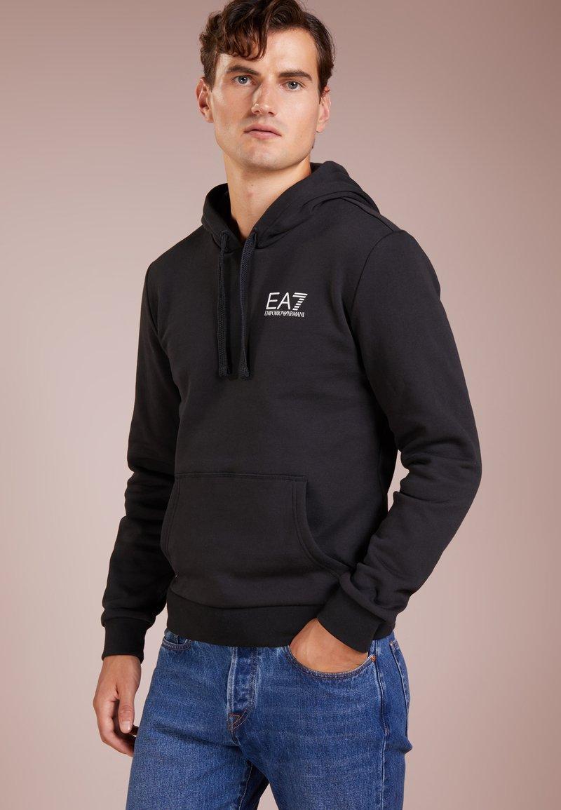 EA7 Emporio Armani - Mikina skapucí - black