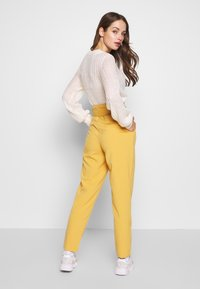 ONLY - ONLSICA PAPERBAG PANTS - Kalhoty - spruce yellow - 2