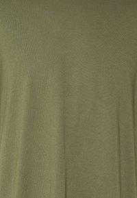 Converse - SHAPES BOX TEE UNISEX - Basic T-shirt - field surplus - 5