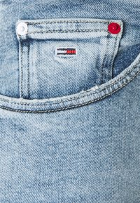 Tommy Jeans - MOM - Relaxed fit jeans - denim light - 5