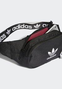 adidas Originals - ADICOLOR WAISTBAND UNISEX - Rumpetaske - black/white - 2