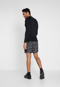 Nike Performance - SHORT  - Pantalón corto de deporte - black/silver - 2