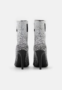 KARL LAGERFELD - GRADIENT BOOT - Classic ankle boots - black/white - 3