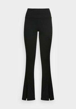 CLASSICS SLIT PANTS - Legginsy - puma black