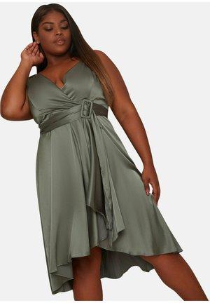 PLUS SIZE WRAP BODICE CAMI STRAP BRIDESMAID - Occasion wear - green