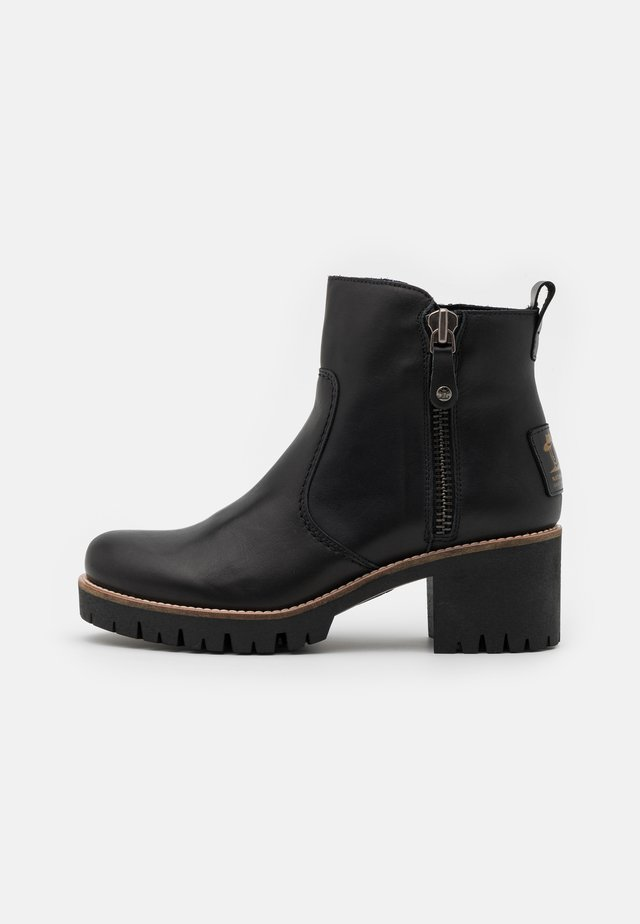 PAULINE TRAVELLING - Ankle boots - black