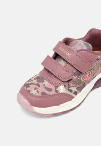 Geox - SPAZIALE GIRL - Trainers - dark pink - 6