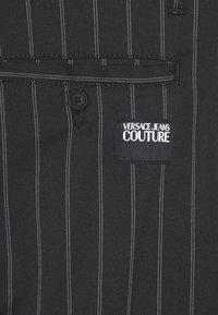 Versace Jeans Couture - TECNICAL STRIPES BARRE - Pantaloni sportivi - nero - 3