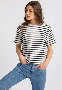 DRYKORN - LUNIE - Print T-shirt - white - 2