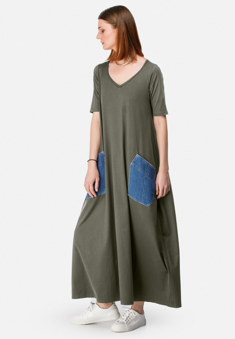 HELMIDGE - MIT DENIM-TASCHE - Maxi dress - khaki