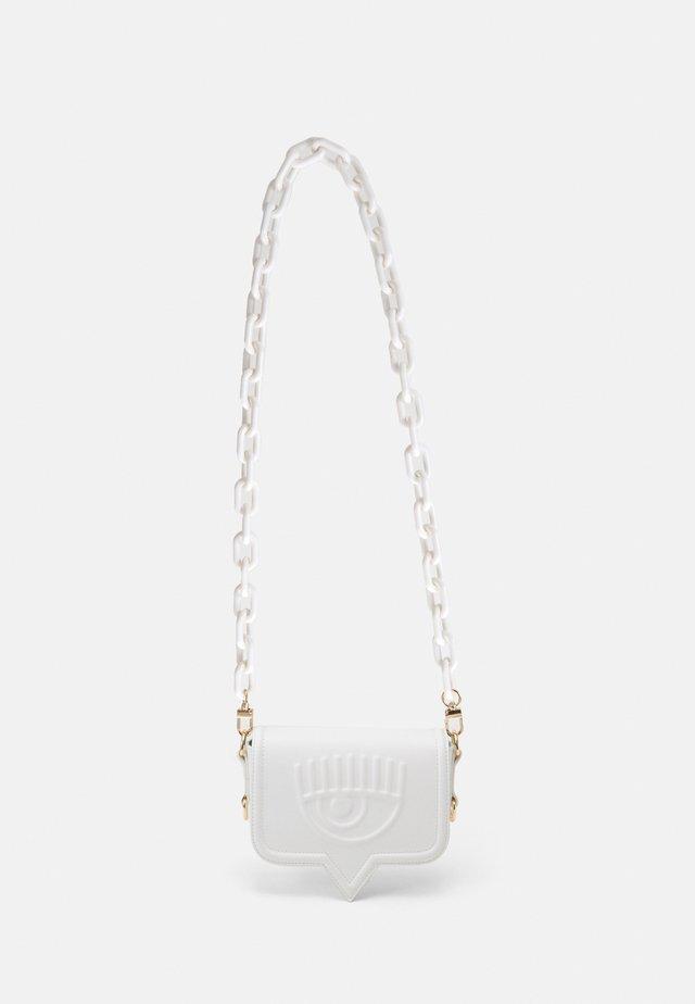 SMALL EYELIKE BAG - Across body bag - white