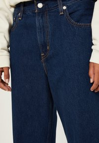 Levi's® - LOOSE TAPER CROP - Jeans relaxed fit - middle road - 4
