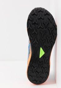 ASICS - FUJITRABUCO LYTE - Trail running shoes - directoire blue/shocking orange - 4