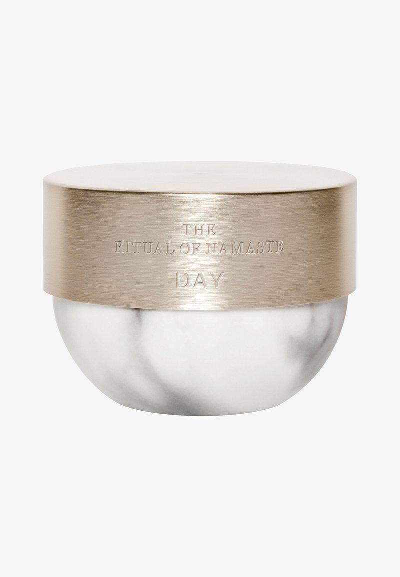 Rituals - THE RITUAL OF NAMASTE ACTIVE FIRMING DAY CREAM - Face cream - -
