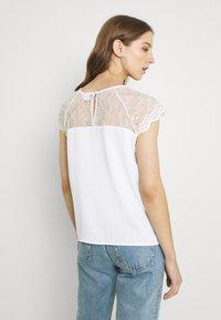 Vila - VILOVIE CAPSLEEVE - Print T-shirt - cloud dancer - 3