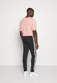 adidas Originals - UNISEX - Pantalon de survêtement - black/white - 2
