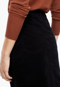 s.Oliver - Pencil skirt - black - 4