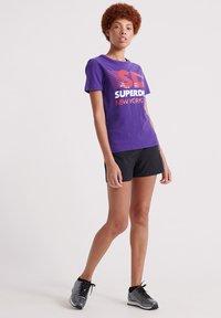 Superdry - SPORT CLASH - Print T-shirt - winter purple - 1