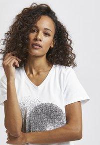Kaffe - Print T-shirt - optical white - 3